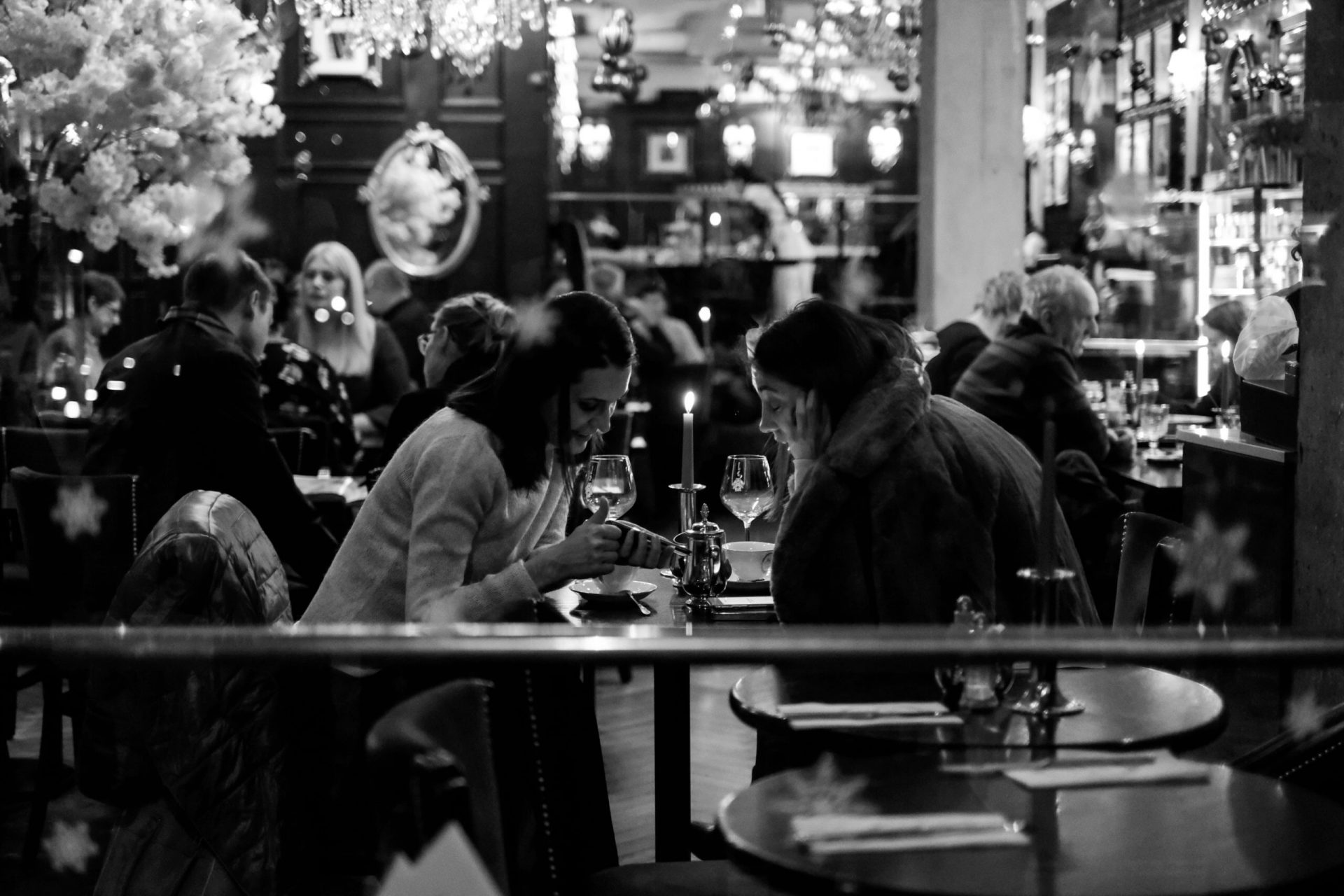 Femmes dans un restaurant